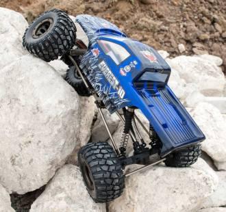 Everest10 action rocks02